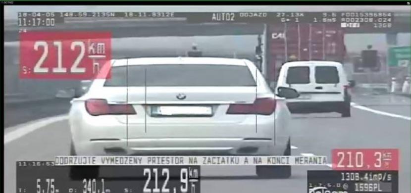 """Řidič si na slovenské dálnici """"spletl"""" vyzyvatele s policií. Dostal tučnou pokutu"""