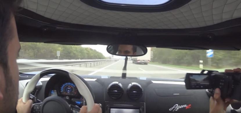 Takhle vypadá 340 km/h na dálnici z pohledu řidiče. Bude vám z toho zle!