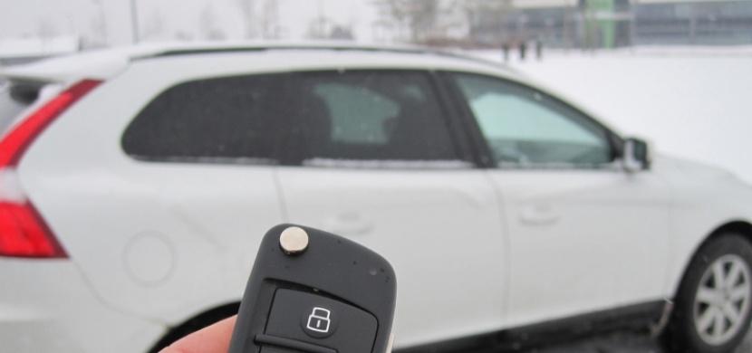TOP 5 činností v autě, kterým byste se měli rozhodně vyhnout!