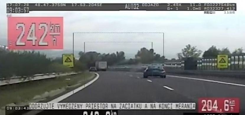 Slovák valil po dálnici téměř 250 km/h! Prý spěchal do servisu.