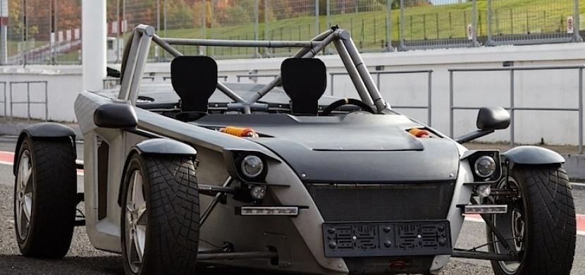 Česká firma z Plzně vyvinula lehký dvoumístný sportovní vůz Sigma TN. Co na něj říkáte?
