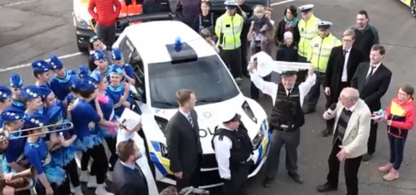 Policie ČR si slavnostně převzala rallye speciál. Jedná se o světový unikát, či recesi?