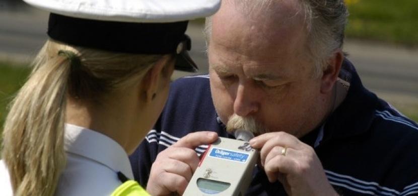 O Velikonocích budou opět posilněny policejní hlídky. Jak dlouho vydrží alkohol v krvi?