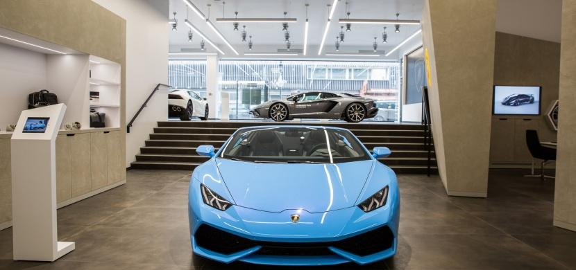 Lamborghini představilo nový showroom společně s Urus. Tentokrát v Paříži