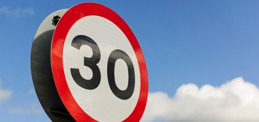 V českých obcích se chystá rychlostní limit 30 km/h. Ironií je, že by vzrostl počet nehod