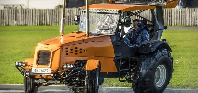 Přinášíme vám nejrychlejší traktor světa! Rekord pokořil světoznámý pilot
