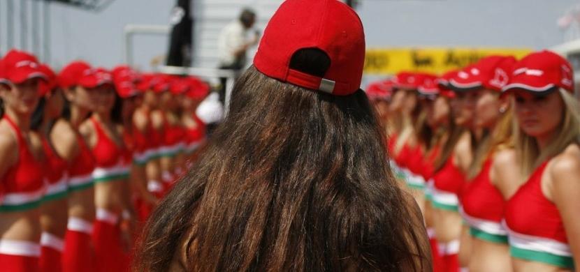 F1 se zbláznila! Atraktivní hostesky na startech končí, nahradí je děti