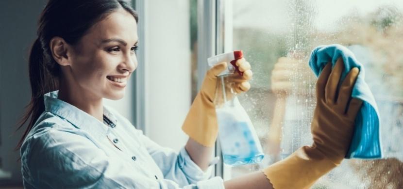 Perfektně lesklá okna bez šmouh: Při mytí oken se řiďte těmito triky