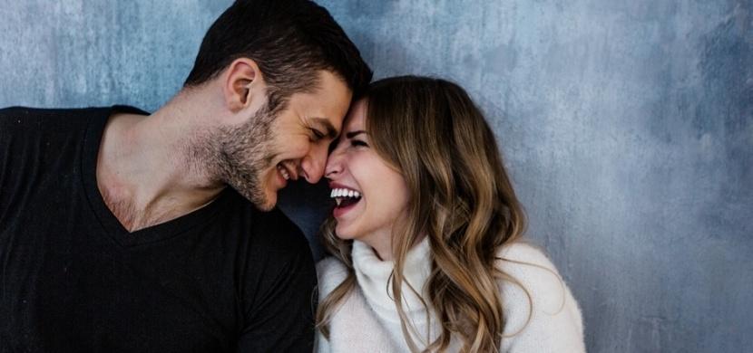 Kteří lidé mají nejšťastnější manželství? Vysocí muži a malé ženy